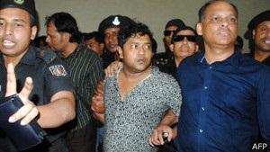 Обвалення фабрики у Бангладеш: заарештовані два власники, які намагалися втекти