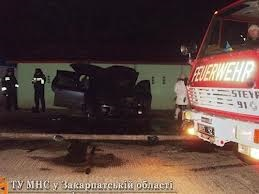 В Ужгороді невідомі підпалили Mercedes депутата облради
