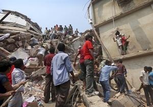 Під завалами будівлі в Бангладеш залишаються сотні людей