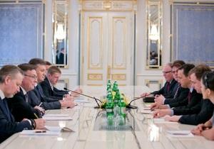 Сікорський: зараз асоціацію з Україною не підписали б