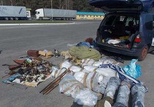 Росіянин намагався вивезти з України балалайки та мандоліну