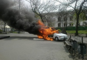 новини Києва - У Києві згорів автомобіль, який продавав каву