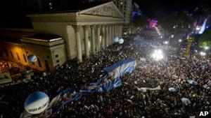 Новини Аргентини - Десятки тисяч протестують проти уряду Аргентини