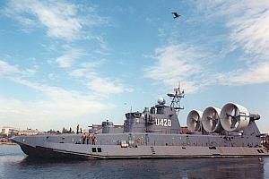 Украина передала Китаю крупнейший в мире корабль-амфибию