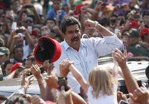 Новини Венесуели - Мадуро - На виборах у Венесуелі Мадуро привітав виборців з даху автомобіля