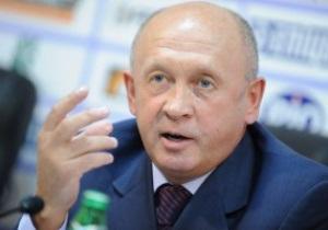 Тренер Ильичевца засиделся на трибуне и пообещал скинуть пару килограммов