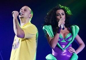 Потапа і Настю Каменських закидали яйцями під час концерту в Тернополі