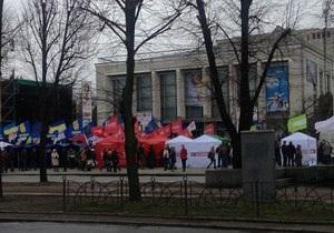 У Черкасах під час мітингу опозиції сталася бійка