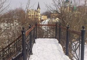 У Києві стався зсув грунту на Подолі, влада відселяє мешканців двох будинків