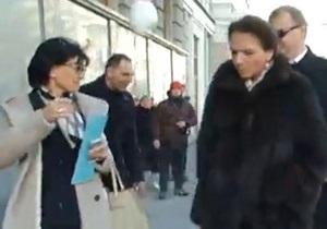 Мітинг - опозиція - сніжки - Партія регіонів - Тимошенко від імені опозиції перепросила жінок-депутатів, яких закидали сніжками