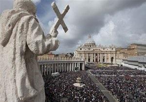 На пасхальну службу у Ватикані зібралися близько 250 тисяч віруючих