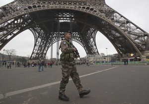 Загроза вибуху на Ейфелевій вежі виявилася помилковою