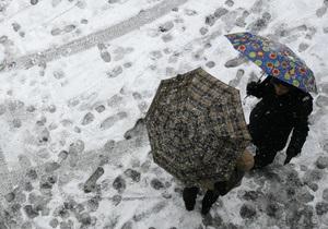 У неділю в Україні очікуються дощі з мокрим снігом і грозами