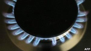 Азаров похвалився  першими молекулами  газу з Угорщини