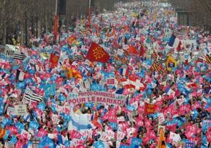Сотні тисяч людей у Парижі виступили  проти одностатевих шлюбів