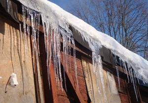 Новини Києва - снігопад у Києві - У Києві бурульки на дахах збиватимуть альпіністи