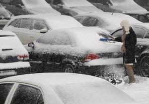 Сніг в Києві - пробки - ситуація на дорогах: На київських дорогах працюють 24 снігоприбиральних поїзди