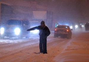 снігопад у Києві - погода в Києві - На Київському вокзалі організоване безкоштовне розміщення пасажирів у залах очікування