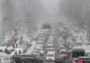 Снігопад у Києві - затори у Києві - Попов попросив киян не ускладнювати прибирання снігу