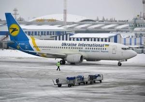 Незважаючи на снігопад. У Борисполі заявили, що аеропорт продовжує роботу. На приліт рейси приймаються за запитами авіакомпаній