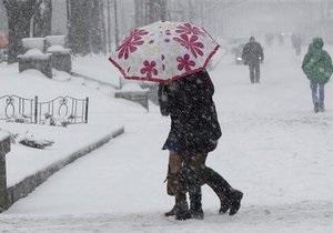 Негода в Україні - сильні снігопади в Києві: Гідрометцентр: Негода протримається до понеділка