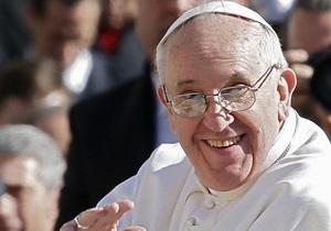 Папа Римський Франциск, подзвонивши по телефону, почув у відповідь:  Папа Римський? А я Наполеон