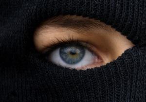 Новини Луганська - невідомі за дві хвилини пограбували ювелірний магазин