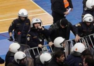 В Греции болельщики подрались во время баскетбольного поединка