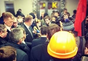 Десятки активистов пытались заблокировать киевский офис флагмана бизнес-империи Ахметова