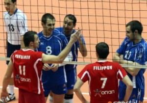 В Болгарии волейболистов закидали пивными банками и бутылками из-под водки
