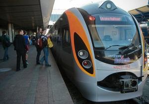 Поезд Hyundai сообщением Донецк - Киев сломался из-за мороза
