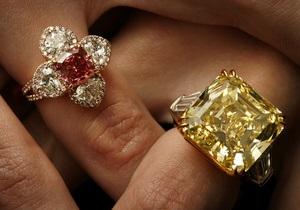 В Нью-Йорке на торги выставлен уникальный алый бриллиант