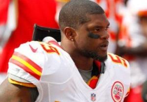 Американский футболист застрелил подругу и совершил самоубийство