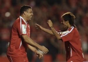 Роналдо: Оставаясь в Бразилии Неймар тормозит свое футбольное развитие