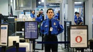 Десятки работников аэропорта Ньюарка уволят за халатность