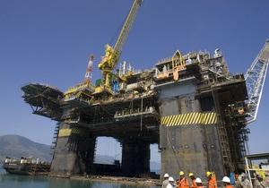 Новая буровая вышка для Черноморнефтегаза начала проход через Босфор