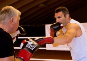 Фотогалерея: Под тренерским взором. Виталий Кличко готовится к бою с Мануелем Чарром
