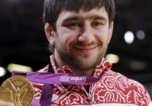 Россия выполнила обещание. Олимпийскому чемпиону вручили миллион долларов