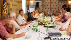 Янукович пообіцяв інтелігенції доопрацювати мовний закон
