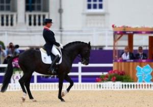 Великобритания взяла золото Олимпиады в турнире по конной выездке