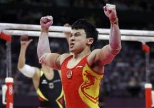 Китайский гимнаст Чже Фэнь выиграл золото Олимпиады-2012 в упражнениях на брусьях
