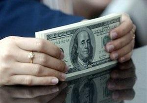 Долар на міжбанку опустився нижче від 8,11 гривень