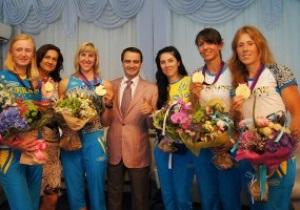Награда от страны. Золотой украинской четверке пообещали новые квартиры