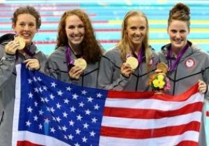 Американские пловчихи выиграли эстафету с Олимпийским рекордом
