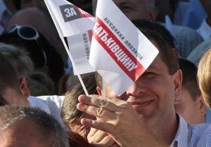 Об єднана опозиція випереджає Партію регіонів на 5% - опитування