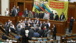 Литвин: у понеділок Рада може переглянути мовний закон