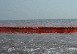 Море біля Бердянська стало криваво-червоним