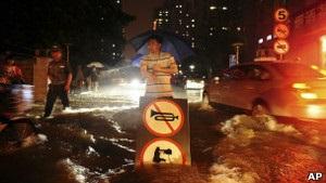 Сильна повінь у Пекіні: 10 людей загинуло