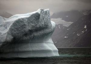 На півночі Гренландії від льодовика відколовся величезний айсберг
