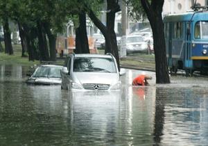 МНС ліквідовує наслідки зливи в Одесі